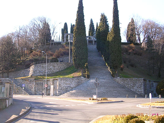 Monumento-caduti-erba