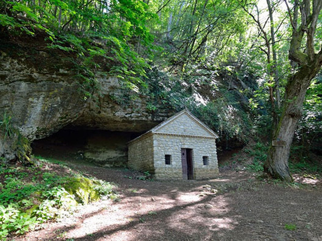 Borgo San Ponzo.Grotta Di San Ponzo Oltrepo Pavese