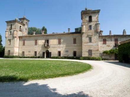 Villa Mina della Scala: incrocio tra fortezza e villa di campagna