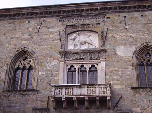 Bergamo-Palazzo-Ragione
